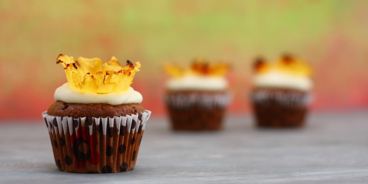 Muffin ai datteri con chips di ananas