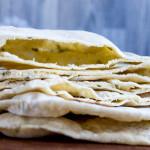 Pane pita al prezzemolo | Ricetta mediorientale