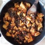 #iomangiosano | Polenta saltata in padella con pomodoro e verdure di campo.