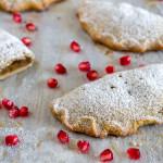 Biscotti ripieni alle pere e cardamomo | Ricetta vegan