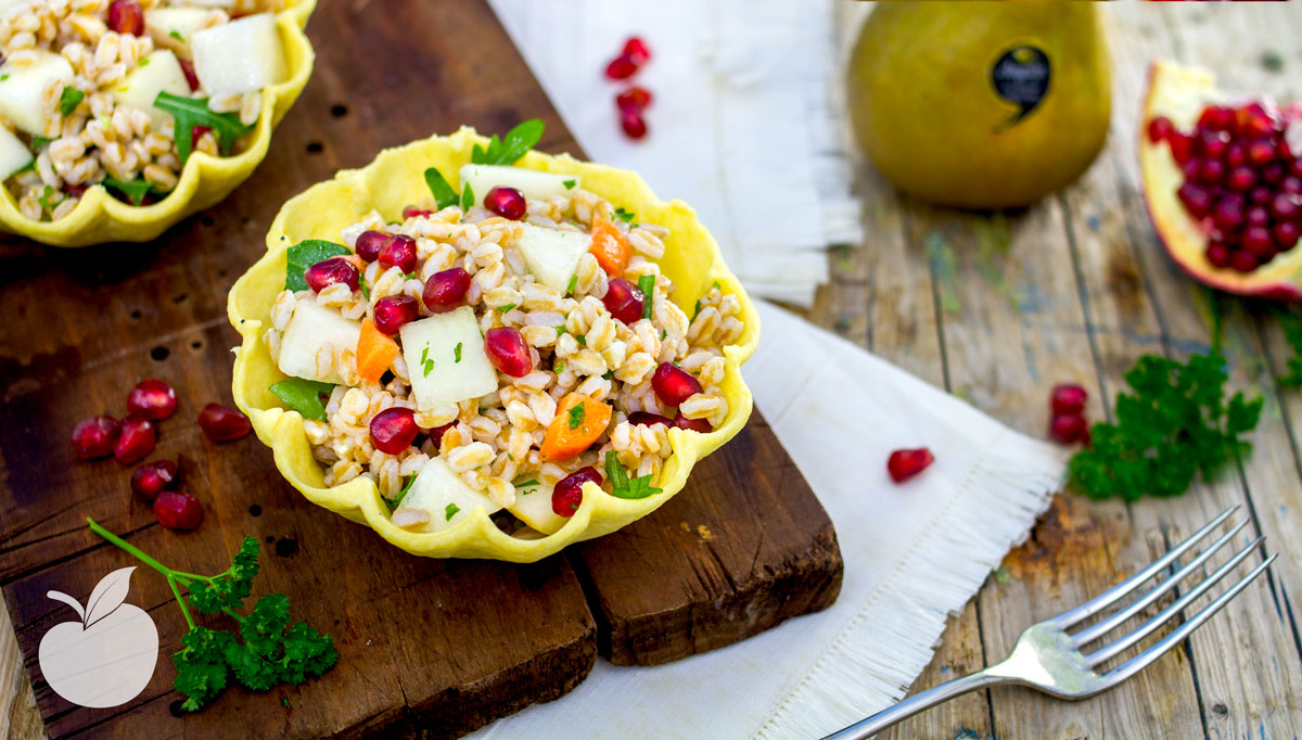 Cestini croccanti con insalata di farro e pere | Ricetta Vegan