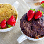 MUG CAKE AL CIOCCOLATO E FRAGOLE   Torta in TAZZA velocissima al MICROONDE senza BURRO e senza UOVA