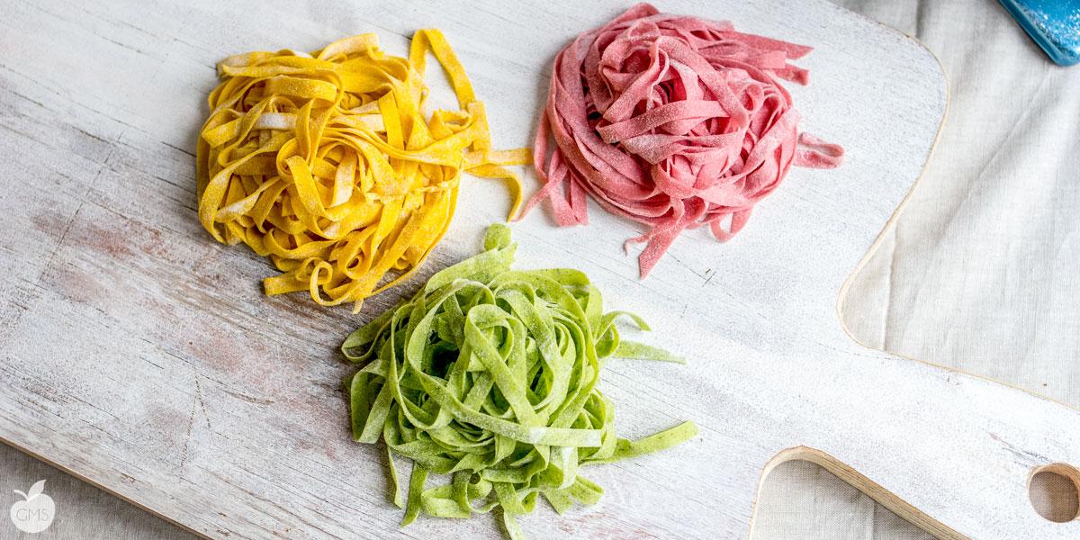Pasta fresca fatta in casa tricolore