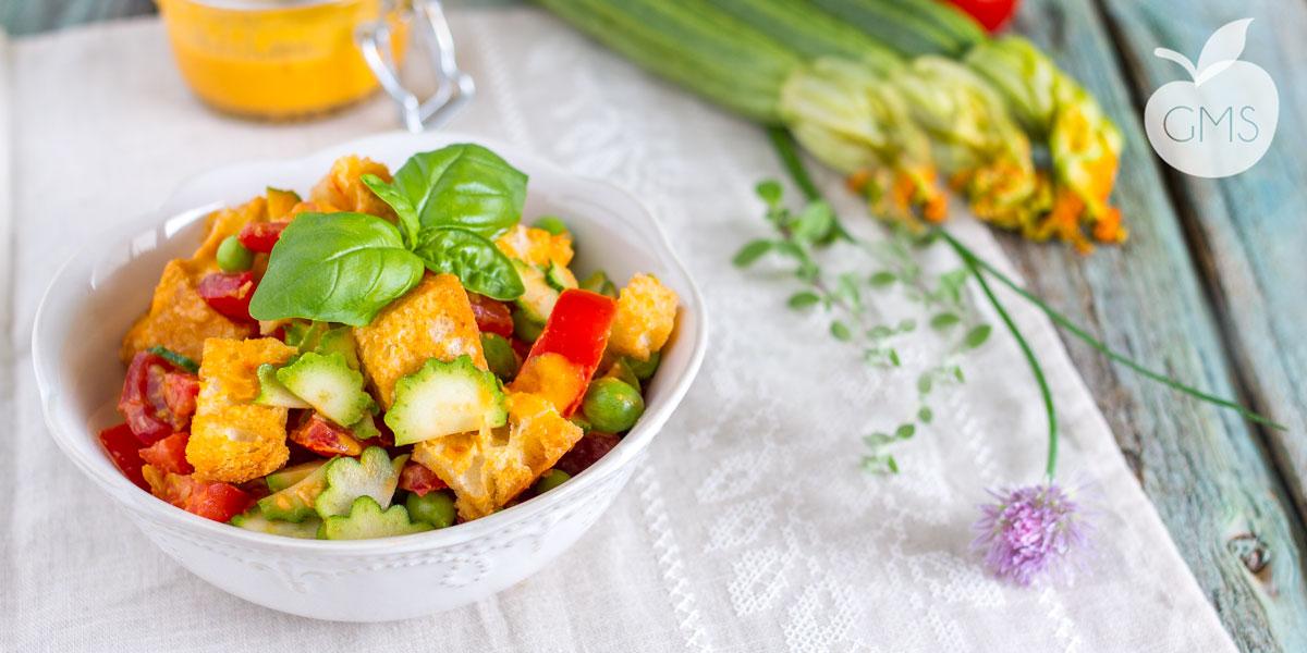 Panzanella con zucchine toscane e vinaigrette al pomodoro