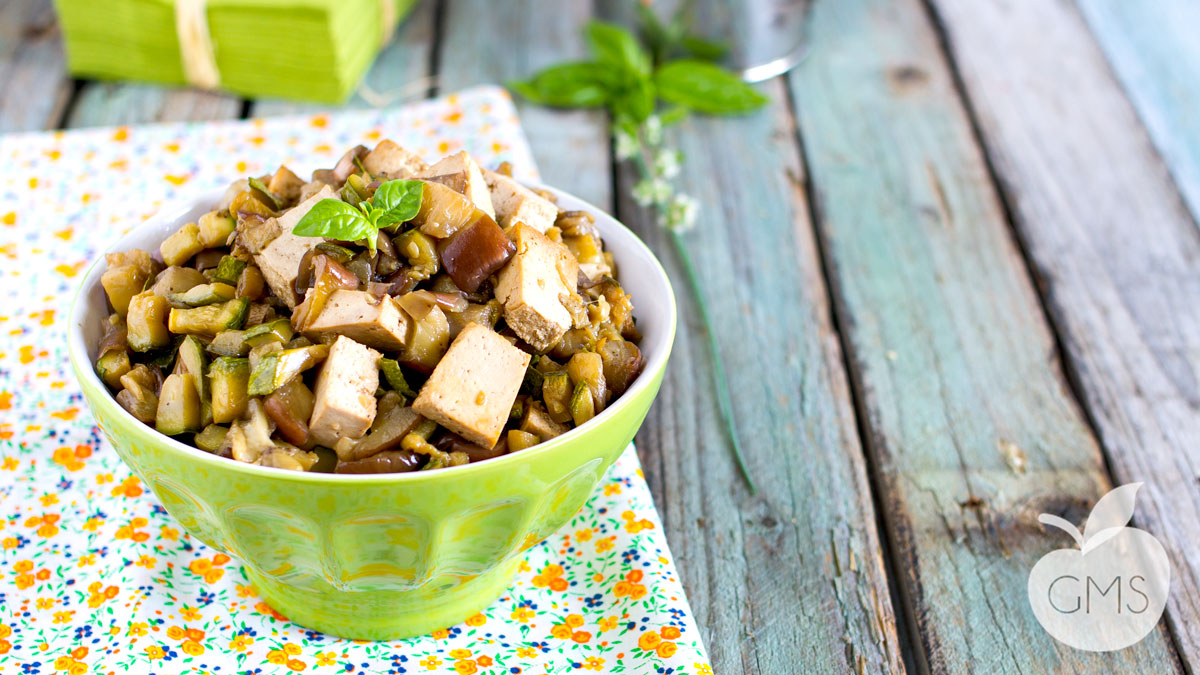 Contorno di tofu con melanzane e zucchine | Ricetta Vegan