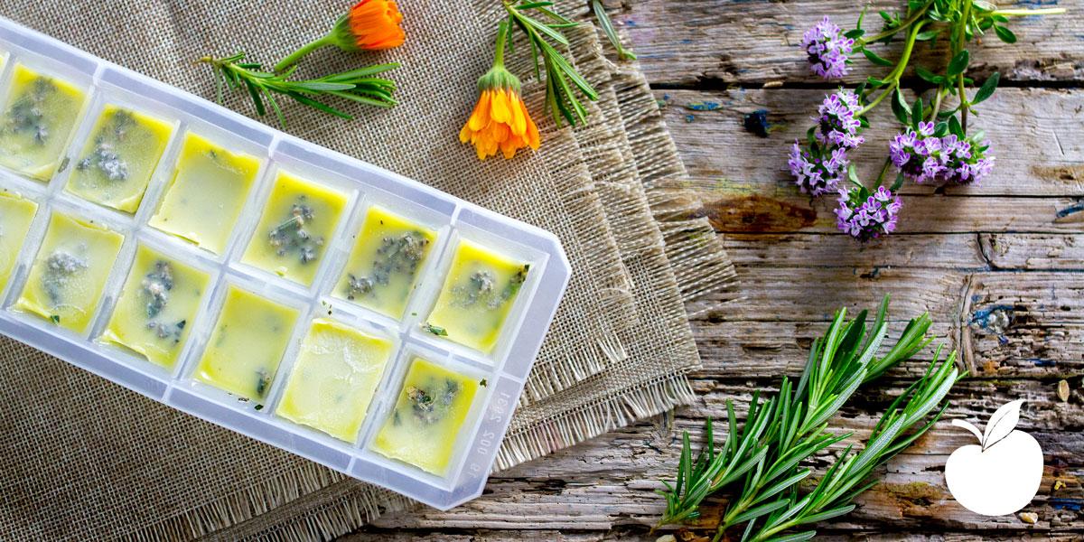 Cubetti di olio all'aglio ed erbe aromatiche fatti in casa