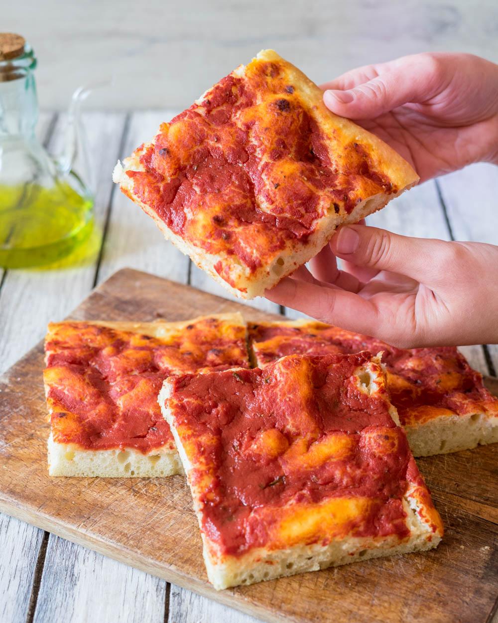 Pizza in teglia facilissima