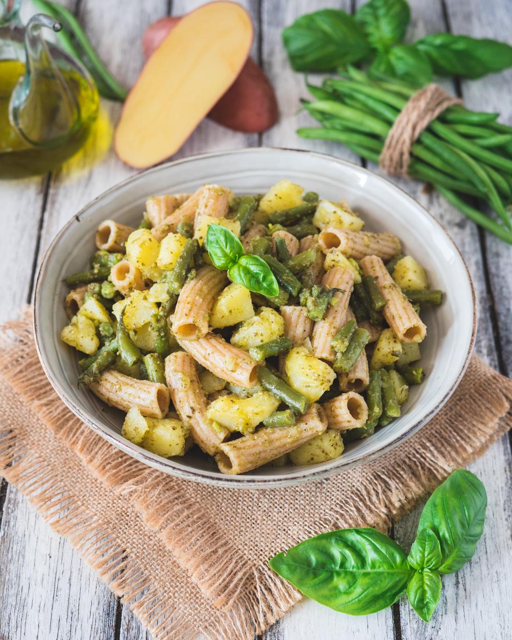 Pasta alla ligure con patate, fagiolini e basilico